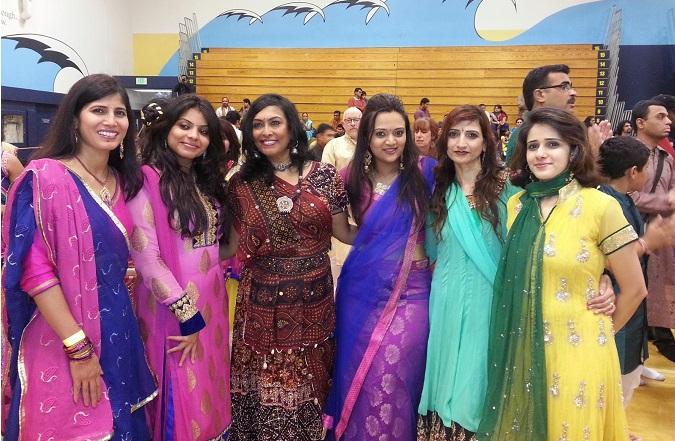 Pourquoi en Inde, ils portent toutes les couleurs mais personne ne porte de noir?