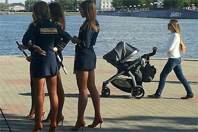 Russie : les policières portant des uniformes trop sexy seront sanctionnées