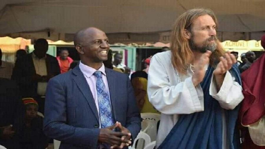 """Le gouvernement Kenyan déporte """"Jésus-Christ"""" et arrête des pasteurs qui l'ont invité"""