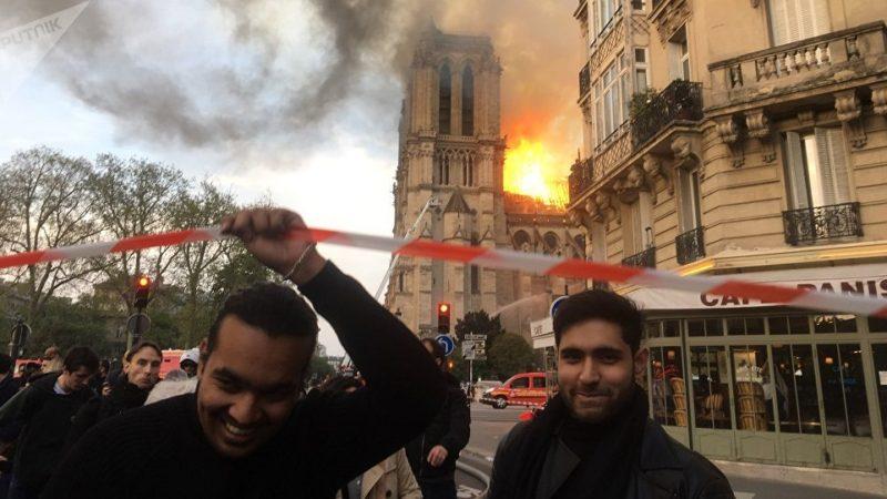 Un «fact-checker» tente de détruire l'image de Sputnik en mentant sur une photo de Notre Dame de Paris