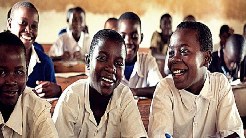 la Tanzanie abandonne l'anglais comme langue d'enseignement et opte pour le Kiswahili