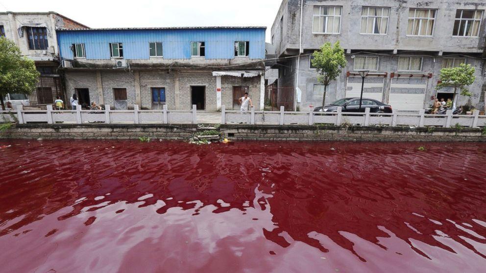Encore en Chine : Une rivière devient mystérieusement sanglante pendant la nuit