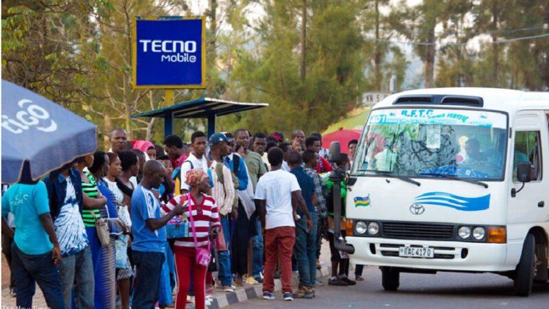 Ghana/coronavirus : des passagers descendent d'un bus après l'entrée de 2 Chinois (vidéo)