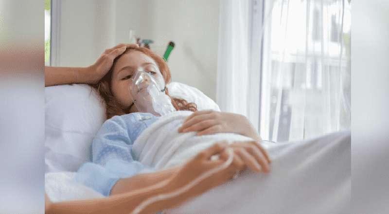 Une fille de 12 ans atteinte du coronavirus se bat pour sa vie sous un ventilateur à l'hôpital