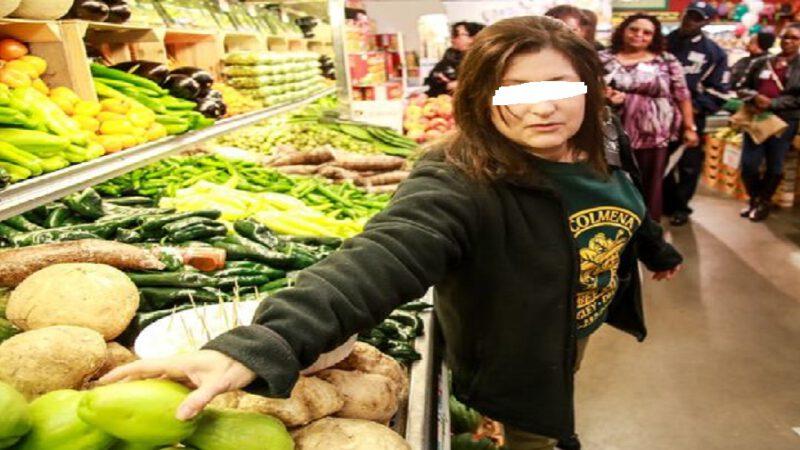 Une femme tousse intentionnellement sur la nourriture dans une épicerie d'une valeur de 35 000 $ US