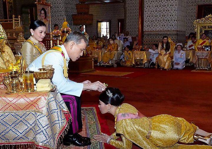 Allemagne : Le roi de Thaïlande s'auto-isole du Covid-19 avec 20 femmes dans un hôtel
