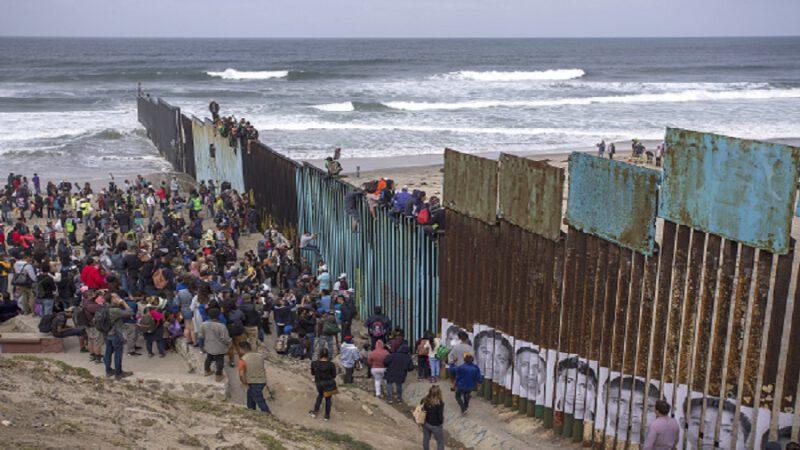 Covid19: Les mexicains empêchent les américains de traverser le murs, de peur d'être contaminés du corona ……..?