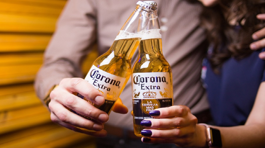 Coronavirus: un brasseur mexicain suspend la production de sa bière Corona Extra