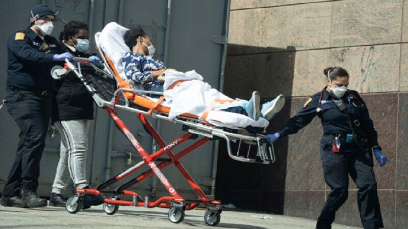 Un plus grand nombre de jeunes meurent du coronavirus, prévient l'OMS