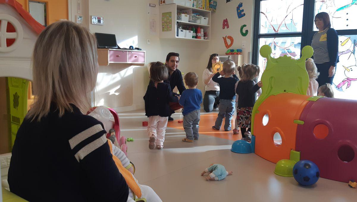 Plus de 300 enfants attrapent le COVID-19 dans les garderies