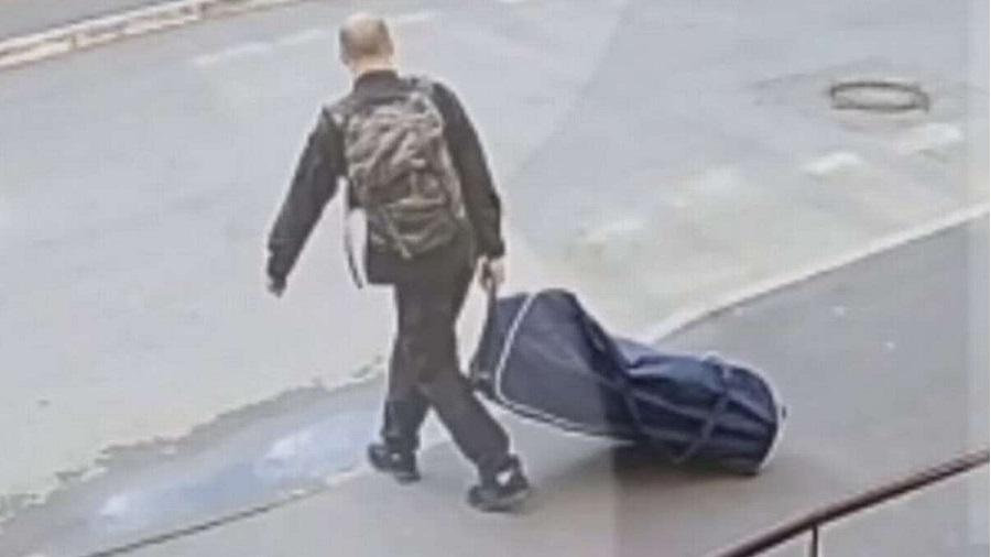 Un homme jaloux kidnappe son ex-femme et la traîne dans une valise pour un «rendez-vous romantique» dans la forêt