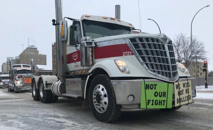 «J'ai peur de partir»: les camionneurs canadiens s'inquiètent d'entrer aux États-Unis en raison du coronavirus
