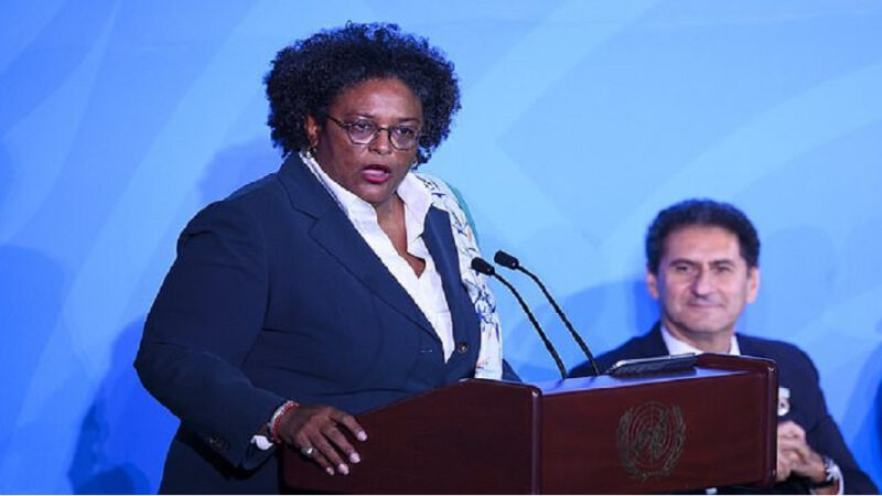 """La Première ministre de la Barbade affirme que les femmes font de meilleurs leaders que les hommes parce qu'elles sont """" plus attentionnées """" et dirigent leur pays """" comme un foyer familial """""""