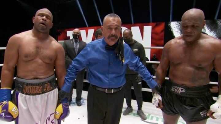 Mike Tyson a fumé un joint avant le combat de Roy Jones Jr., 193 coups de poing en 16 minutes et a dit qu'il recommencerait.