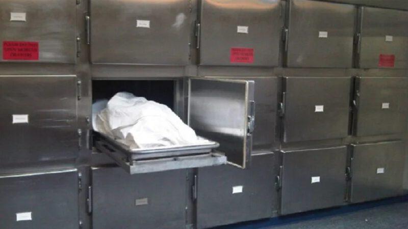 Un cadavre sort de la morgue et fond dans la nature