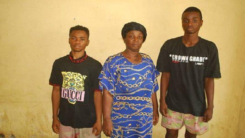 Une mère et ses fils ont tenté de vendre un garçon de quatre ans à cause de la faim