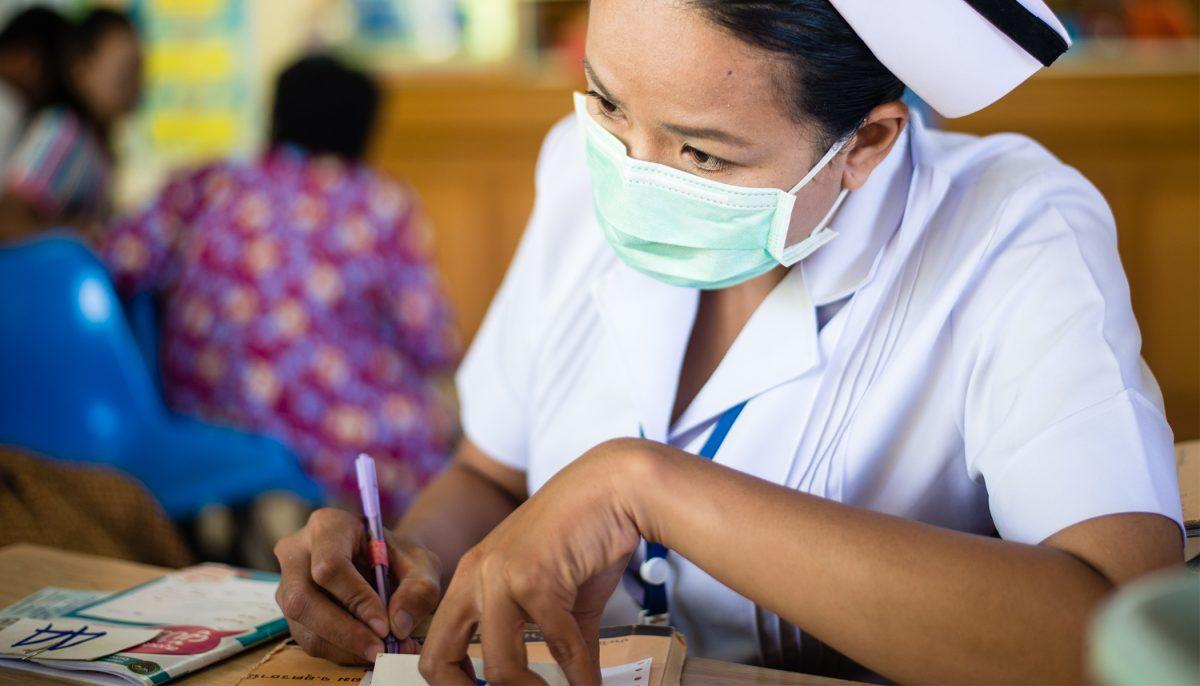 Chine: un africain atteint du coronavirus mord sauvagement le nez d'une infirmière chinoise