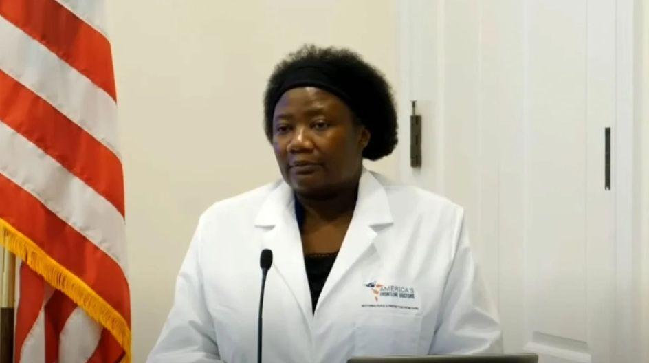 Le Dr Stella croit en l'ADN extraterrestre, au sperme de démon, au vaccin antichrist et faire l'am0ur avec des sorcières cause l'endométriose