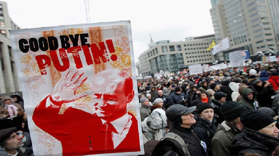 Les manifestants en russe contestent l'autorité de Poutine et demandent sa démission