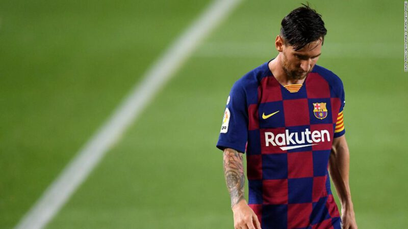 Lionel Messi dit au FC Barcelone qu'il voulait être transféré immédiatement hors du club