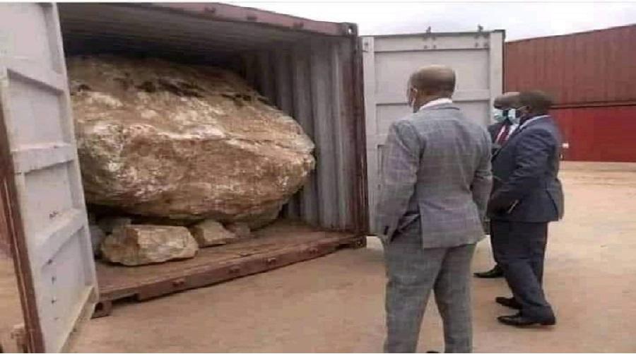 Il commande un Range Rover Sport en ligne et a reçoit un énorme rocher dans un conteneur