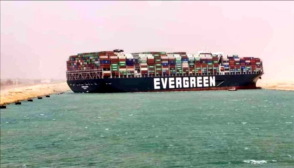 L'Égypte s'empare de l'Ever Given, affirmant que ses propriétaires doivent près d'un milliard de dollars pour les embouteillages du canal de Suez