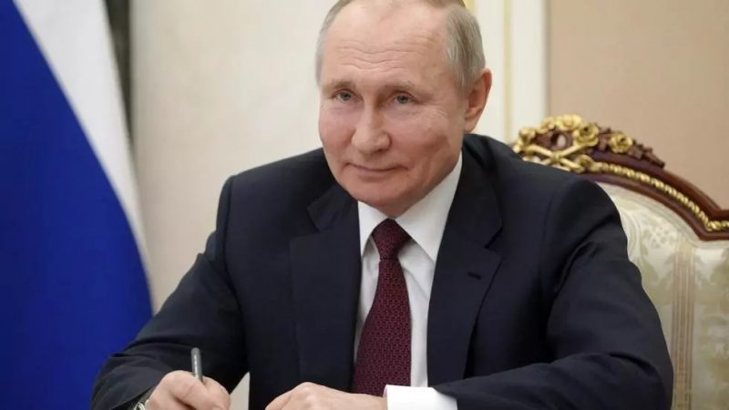 Putin signs law enabling him to stay in power until 2036