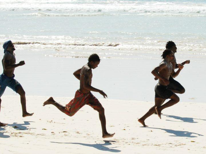 Plus de 100 migrants africain aux Maroc ont nagé jusqu'en Espagne.