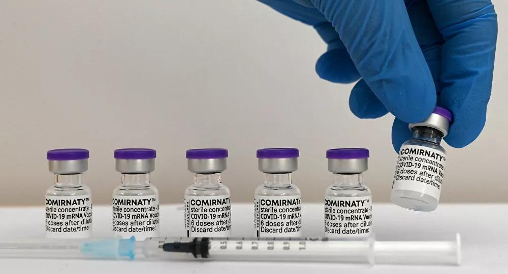 Une histoire sans fin? Pfizer/BioNTech préconise une 3e dose de vaccin et compte aller plus loin