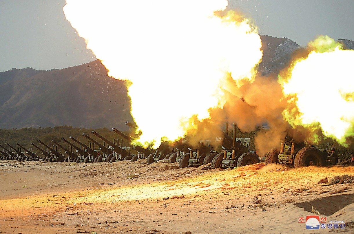 L'artillerie nord-coréenne s'apprête à faire pleuvoir l'enfer sur ses ennemis