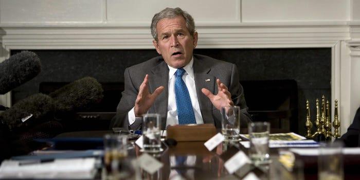 Réaction de l'ancien président américain George W. Bush après la victoire des talibans