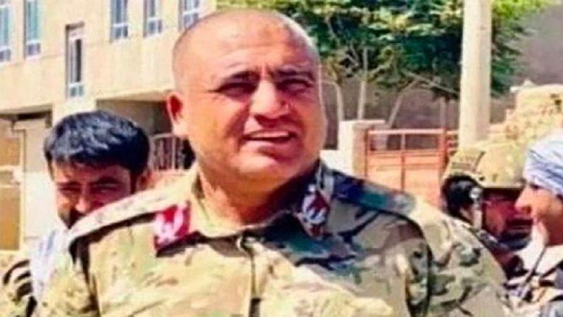 Une vidéo horrible montre un chef de la police afghane exécuté par des talibans
