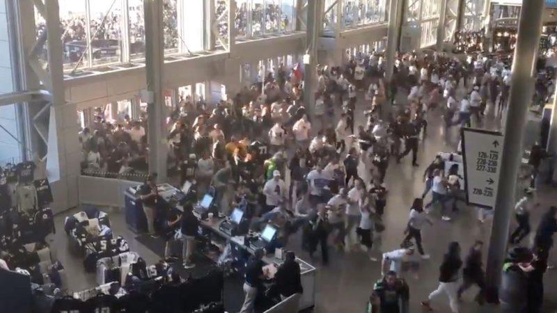 La vidéo choquante de l'aéroport de Kaboul provient en fait du match des Cowboys de Dallas USA en 2019