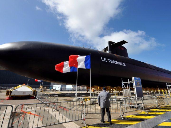 """Un puissant sous-marin nucléaire français """"Améthyste"""" entre aux États-Unis"""