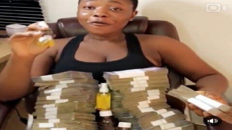 Une jeune femme révèle un rituel d'argent pour avoir 1 million de dollars facilement